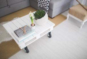 Jak wybrać idealną ławę do salonu?